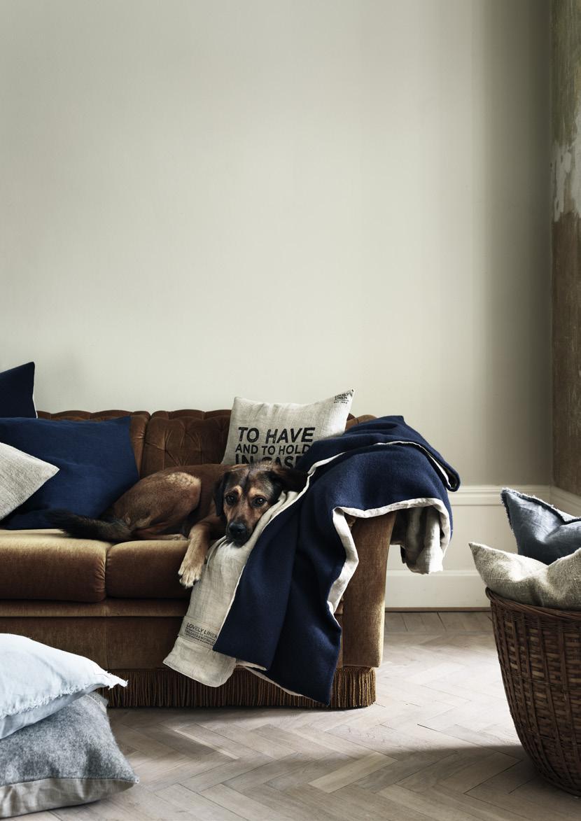 Couchdecke in midnight blue von Lovely Linen