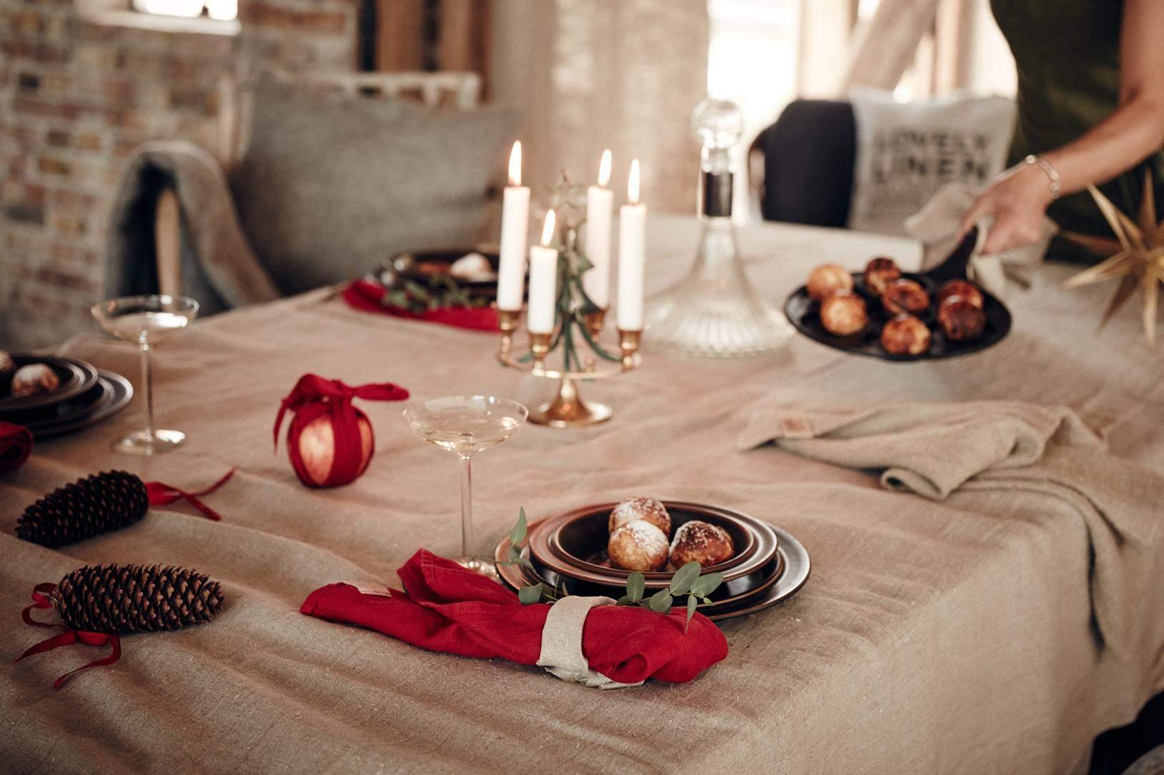Festliche Tischdekoration Schicke Weihnachtsdeko Fur Den Esstisch